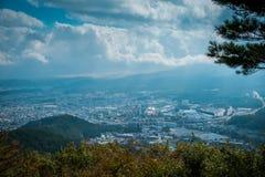在Mitsutoge山的风景视图在湖Kawaguchiko附近在日本 免版税库存图片