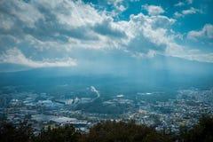在Mitsutoge山的风景视图在湖Kawaguchiko附近在日本 免版税图库摄影
