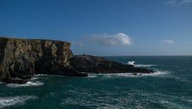 在Mizen头的剧烈的风景在大西洋海岸 免版税图库摄影