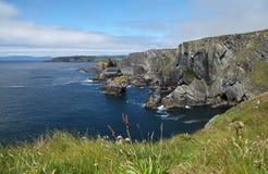 在Mizen头的岩石爱尔兰海岸 库存图片