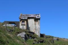 在Mizen头爱尔兰的老大厦 库存图片