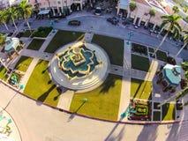 在Mizner公园的喷泉在博察Raton, FL 库存照片