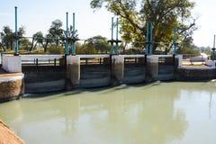 在Mohajir分支运河的顶头桥梁 免版税库存照片