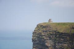 在Moher峭壁的城堡 免版税库存图片