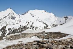 在Molltaler冰川的积雪覆盖的山 免版税图库摄影