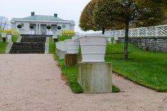 在molndal的Gunnebo城堡与美丽的庭院罐 库存图片