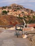 在Molyvos,莱斯博斯岛,希腊港的猫  库存图片