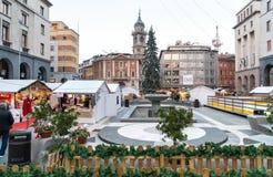 在Monte格拉巴酒正方形的圣诞节市场在瓦雷泽,意大利的中心 库存图片