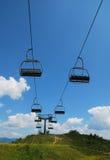 在Monte Zoncolan的滑雪电缆车在夏天 免版税图库摄影