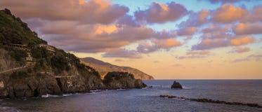 在Montorosso Al母马,意大利的日落 免版税库存图片
