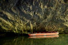 在Moravian石灰岩地区常见的地形,捷克共和国的Punkevní洞 免版税库存图片
