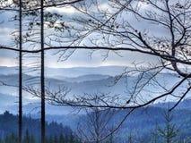在Moravian西莱亚西Beskids的蓝色山风景在北Czechia 图库摄影