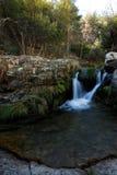 在Morcuera,马德里,西班牙附近的小瀑布 免版税库存图片