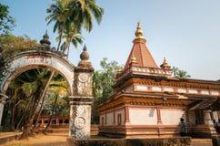 在Morjim,果阿,印度的印度Shree Morjai寺庙 免版税库存图片