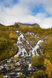 在Moskenesoya的Lofoten瀑布, Lofoten,挪威 库存图片