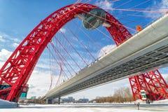 在Moskva河,莫斯科的Zhivopisny桥梁 免版税图库摄影