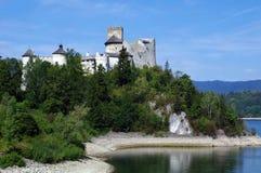在mountians的老城堡 城堡在Niedzica波兰 库存图片