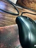 在mousepad的一只usb老鼠 免版税库存照片