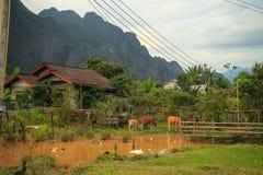 在moutain后的村庄 库存图片