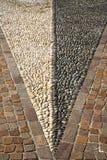 在mozzate教会墙壁大理石的摘要路面附近 库存图片