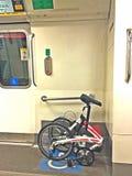 在MRT火车的可折叠的自行车 图库摄影