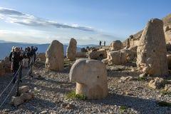在Mt内姆鲁特火山的西部平台在下午末期的土耳其 库存图片