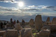 在Mt内姆鲁特火山的西部平台在下午末期的土耳其 图库摄影