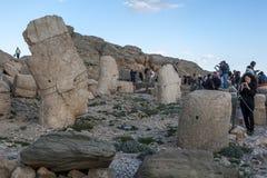 在Mt内姆鲁特火山的西部平台在下午末期的土耳其 免版税库存图片