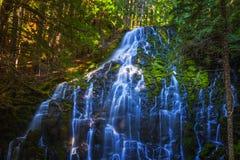 在Mt的雷蒙娜瀑布 敞篷国家森林 图库摄影