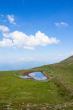 在Mt顶部的一点池塘 Mirnock 2 110m 免版税库存图片