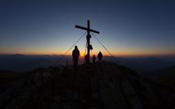 在Mt顶部的日出 Mirnock 2 110m在克恩顿州奥地利 库存照片