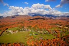 在Mt.曼斯菲尔德的秋叶在Stowe,佛蒙特,美国 库存图片