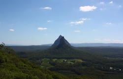 在Mt Coonowrin和Mt Beerwah的看法在玻璃议院山 库存图片
