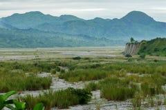 在Mt Pinatubo的多云天空 库存照片