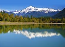 在Mt Shuksan附近的美丽的景色 免版税库存照片