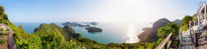 在Mu Ko Ang皮带的全景日出 免版税库存照片