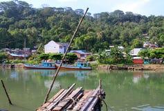 在Muaro河的小船在Padang,西部苏门答腊 免版税图库摄影