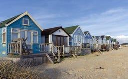 在Mudeford唾液的海滩小屋 库存照片