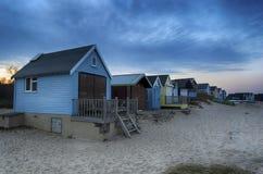 在黄昏的海滩小屋 免版税图库摄影