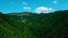 在Muggio谷的山的旅途 影视素材