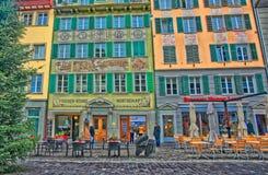 在Muhlenplatz的室外街道咖啡馆桌 库存图片