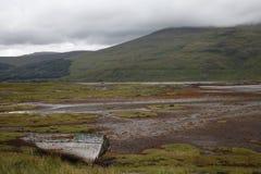 在Mull的被放弃的小船 免版税库存图片