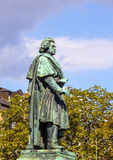 在Munsterplatz的贝多芬纪念碑在波恩 免版税库存图片