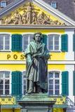在Munsterplatz的贝多芬纪念碑在波恩 图库摄影