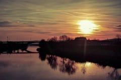 在Mures河的日落在Mures市罗马尼亚 免版税库存图片