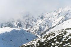 在Murodo,富山,日本的斯诺伊山 库存图片