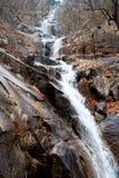 在Murreung Donghae谷公园的著名Goanum瀑布  免版税图库摄影
