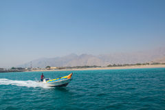 在musandam的香蕉船 免版税库存照片