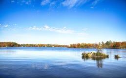 在Muskoka湖的秋天,安大略,加拿大 免版税库存照片