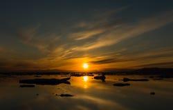 在Myggbukta, Christian X Land,东部格陵兰国王的日落 免版税图库摄影